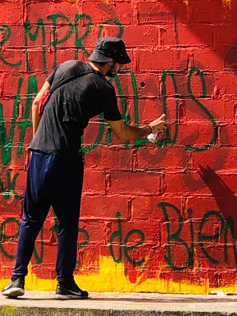 'Guerra de pintura' en las paredes de Teatro Aurora del Riohacha - Noticias de Colombia