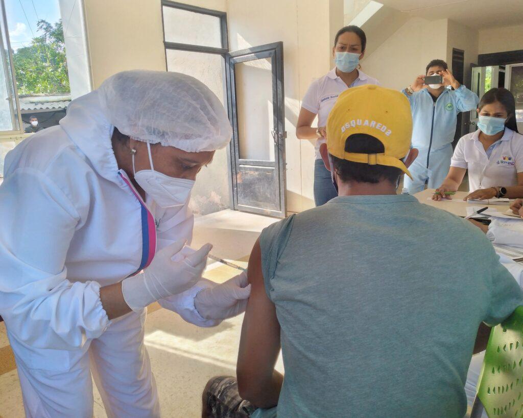 36 reclusos fueron vacunados con AstraZeneca en Villanueva - Noticias de Colombia