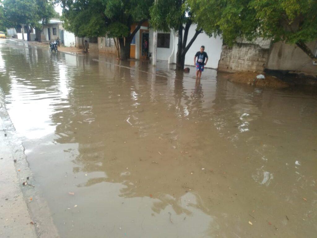 Más de diez barrios afectados por lluvias este miércoles en Riohacha: varios de ellos con problemas en el alcantarillado - Noticias de Colombia