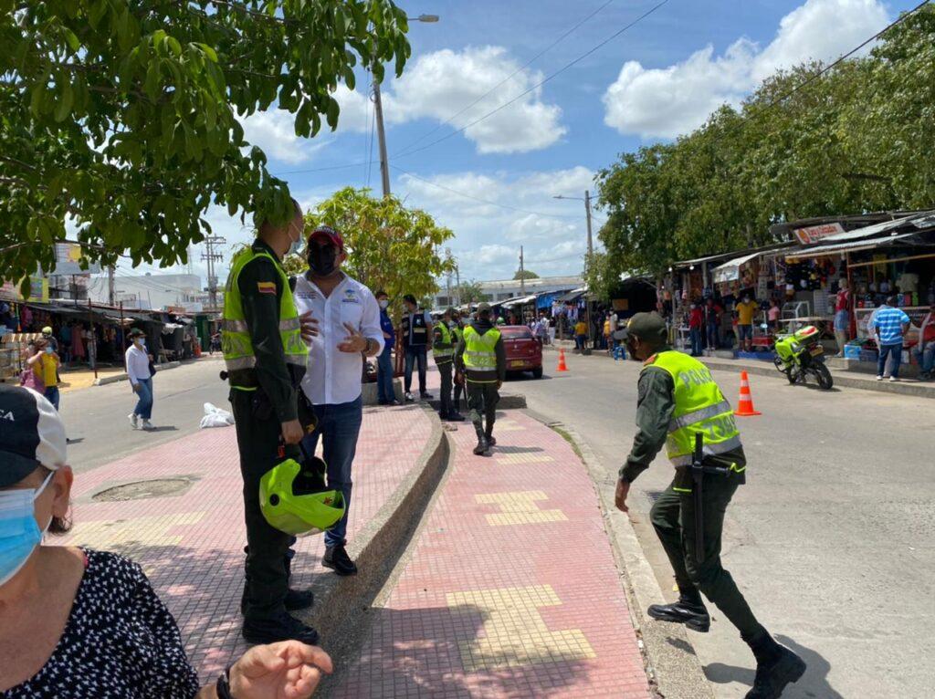 Nuevos operativos en el mercado viejo de Riohacha para recuperar espacio público, movilidad y seguridad - Noticias de Colombia