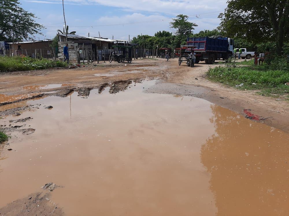 Protesta en Fonseca por mal estado de la carrera 1. Culpan a camiones de la basura - Noticias de Colombia