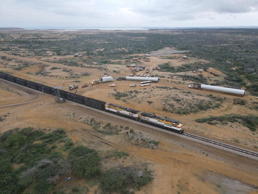 Hélices y aerogeneradores para instalación de parque eólico son transportados a la Alta Guajira - Noticias de Colombia