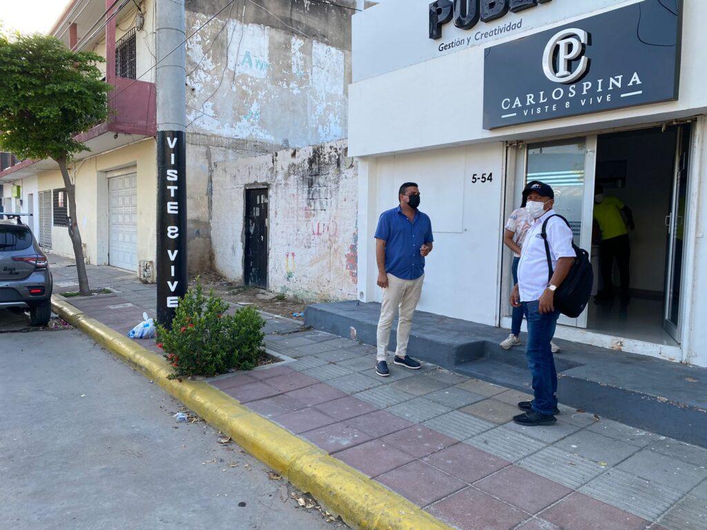 Hombre quitó una banca metálica en la calle Ancha porque no le gusta que se sienten personas en horario nocturno - Noticias de Colombia