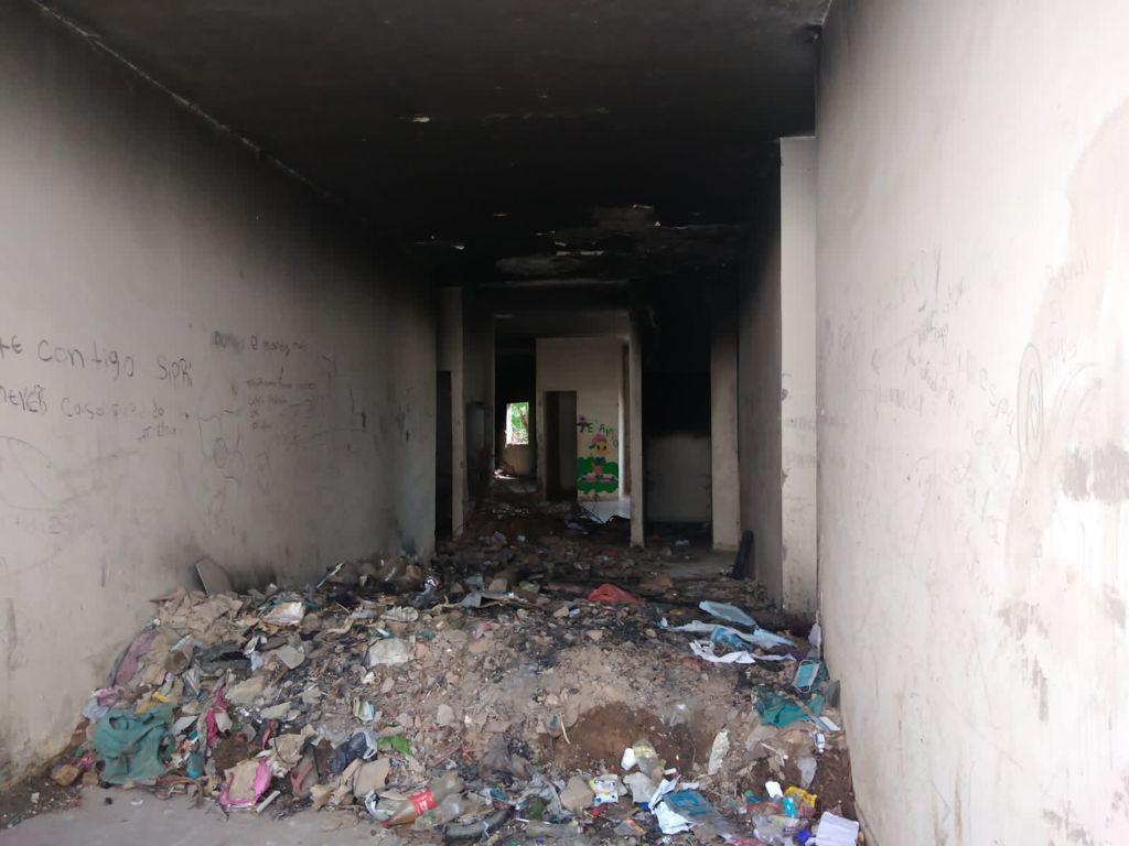 Desalojan migrantes venezolanos del terminal de transporte y la plaza Santander de San Juan del Cesar - Noticias de Colombia